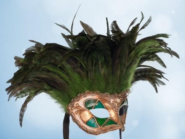Venezianische Maske mit Federn in Grün