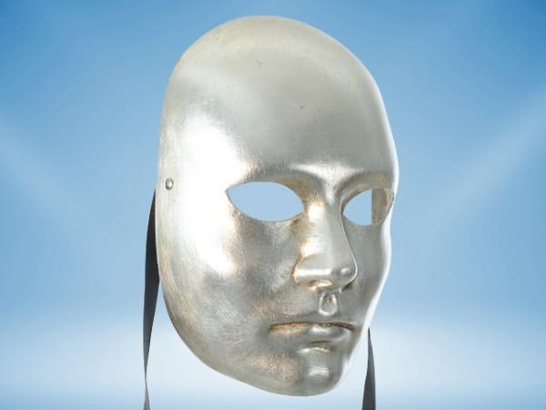 Silberne Maske eines Gesichts