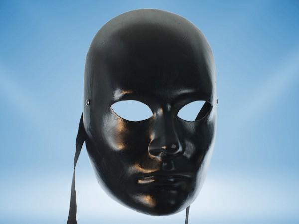 Schwarze Maske mit menschlichen Gesichtszügen